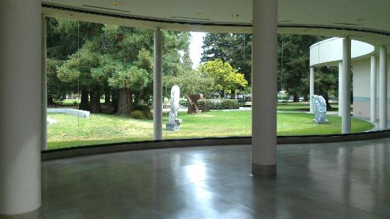 Triton Museum of Art: Looking out toward the sculpture garden