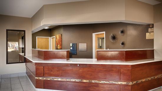 Bastrop, Луизиана: Front Desk Entrance