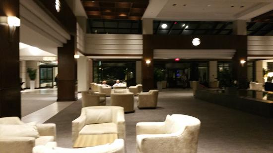 Hyatt Regency Deerfield: Beautiful decor throughout