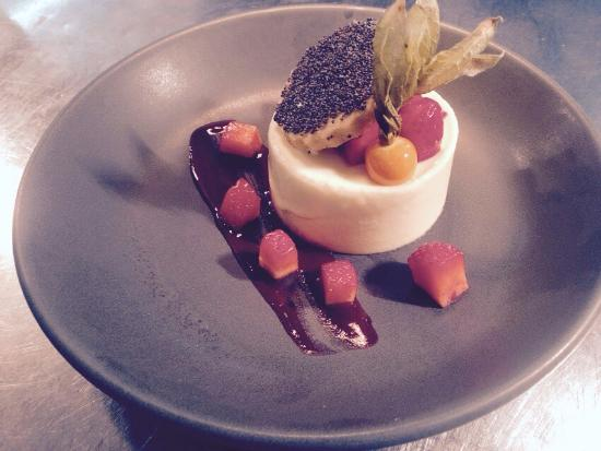 The Falcon Hotel: Delicious white chocolate mousse