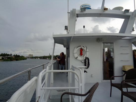 Serenity Yacht Cruises: Upper deck