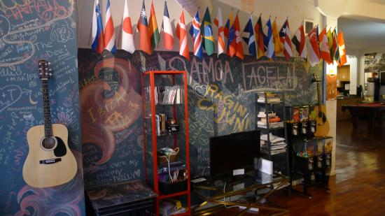 IHSP Chicago Hostel: The Common Room area