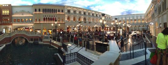 The Venetian Las Vegas Ping And Restaurants Decorated To Look Like Venice