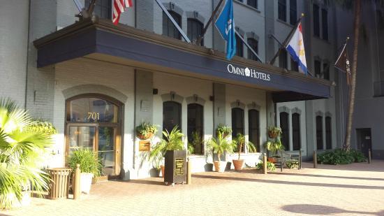 Omni Riverfront Hotel Entrance