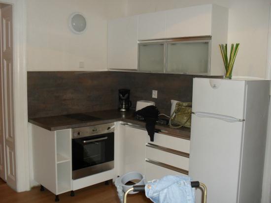 Charles Bridge Apartments: Kitchen area