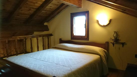 Camera da letto sul soppalco - Picture of Agriturismo Al Pagan ...
