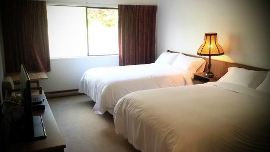 Port Hardy Inn: Queen Rooms