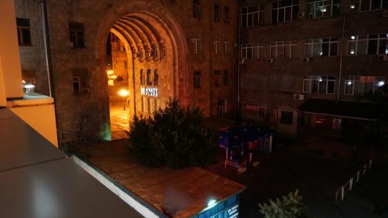 Erebuni Hotel: вид с балкона в номере