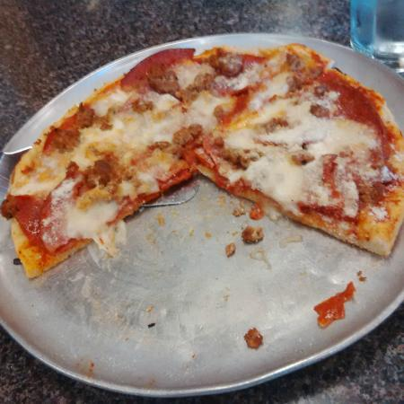 Top Pizza & Spaghetti House: Top's thin crust pizza