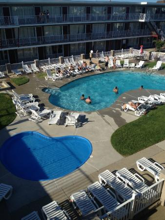 Hershey Motel: POOLS VIEW