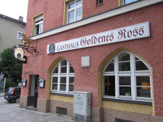 Zur Goldenen Gans: Seen from outside