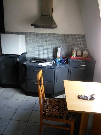 Molesworth Court Suites: kitchen