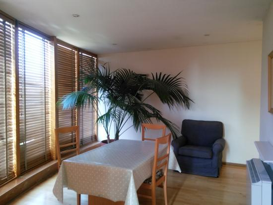 Molesworth Court Suites: dining area
