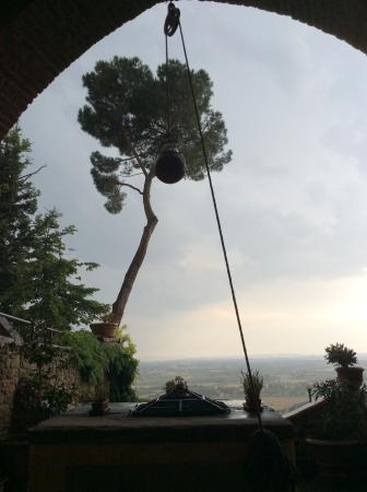Residence Le Santucce: Gorgeous Tuscan thunderstorm.