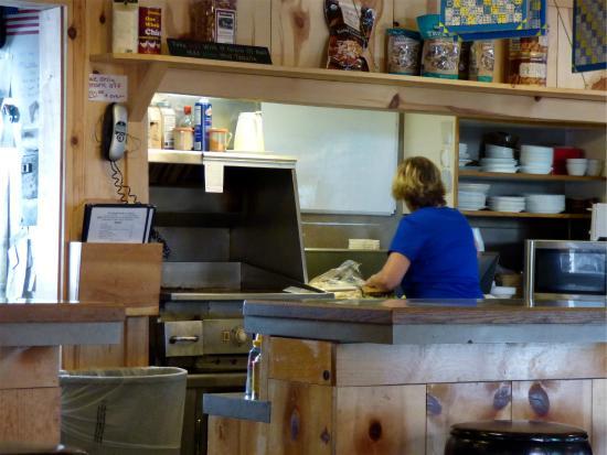 Mossyrock, WA: The small kitchen