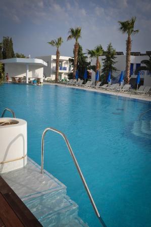 Swim Up Room Hotel Aliathon