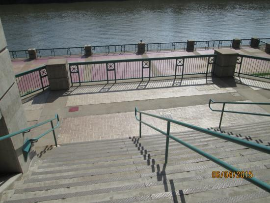 McGregor Park Riverwalk: Stairs Or A Ramp Is Available