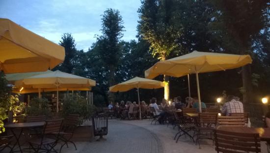 KAFFEE MUHLE : abends aud die Terrasse! sehr angenehm!