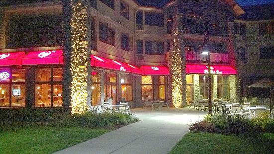Wave Pointe Marina & Resort: nite bar