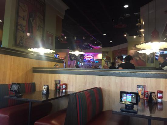 Red Robin America's Gourmet Burgers and Spirits : interior