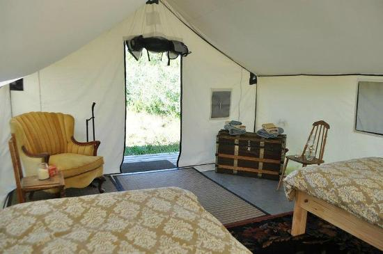 Snowy Mountain Outfit : Stay in our Authentic Wall-Tents for a unique experience!