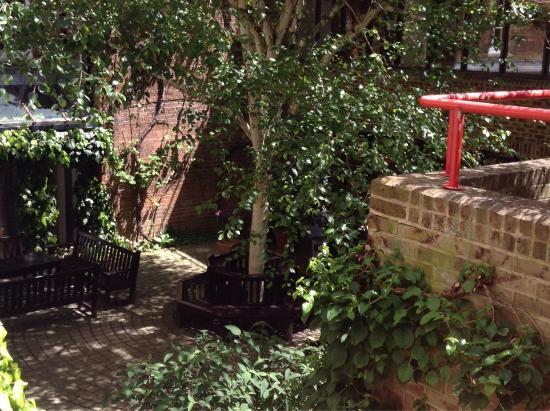 Rewley House: Inner yard and garden