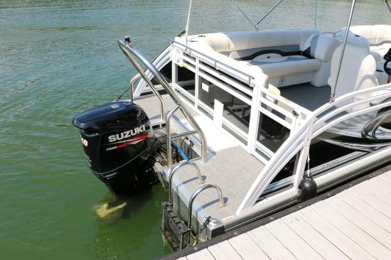 Boundary Waters Resort & Marina: 2015 Sport Pontoon Rental Suzuki 140 4-Stroke