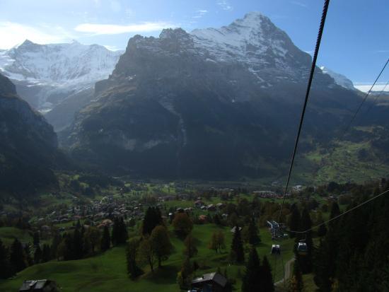 กรินเดลวัลด์, สวิตเซอร์แลนด์: First gondola