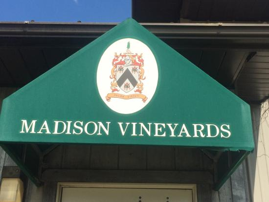 Madison Vineyards B&B: Wine list and the countryside of the vineyard