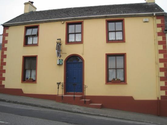 Tarbert, Irland: view from street