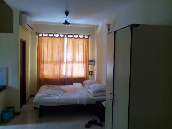 อลอร์ ฮอลิเดย์ รีสอร์ท: Nice hotel but the staff is little bit concern about their room Key's service not so good but wh