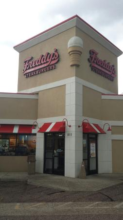 Photo of American Restaurant Freddy's Frozen Custard & Steakburgers at 511 Garden Of The Gods Rd, Colorado Springs, CO 80907, United States