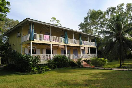 Sand Dollar Beach Bed & Breakfast: Very Comfortable B&B on the beach with great food.