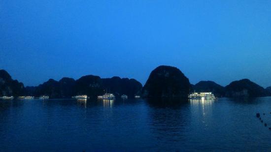 Asia Tour Advisor - Day Tours : hạ long bay rất tuyệt vời