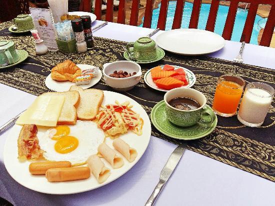 Royal Phawadee Village: our set breakfast