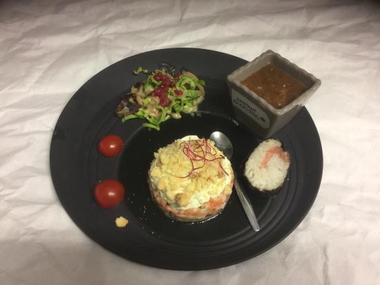 Tartare de saumon et sa chantilly au guacamole et son for La table de laurene