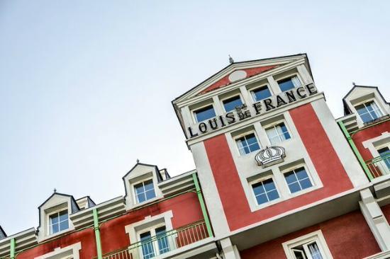 Saint Louis de France: Facade