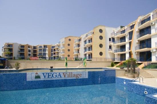 """Vega Village: Бассейн комплекса """"В"""" Вега Виллиджа у моря в Святом Власе"""
