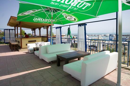 Vega Village: бар у бассейн Вега Вилиджа в Святом Власе