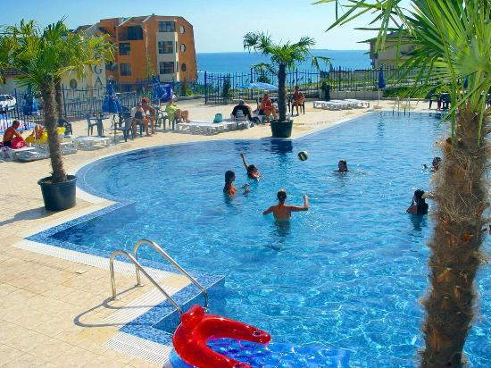 Vega Village: второй басейн и детский басейн Вега Вилилджа в Святом Власе