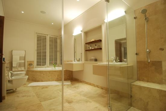 Selkirk House: Bathroom