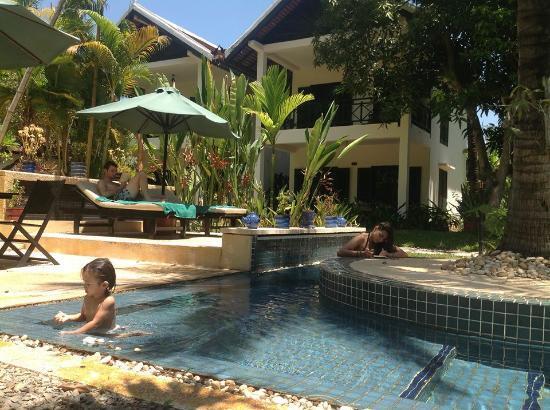 โรงแรมลา เมซอง ดังกอร์: reasonable pool