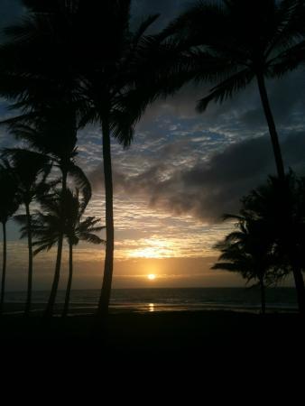 Sarina Beach Motel: Sunrise over Sarina Beach from our room