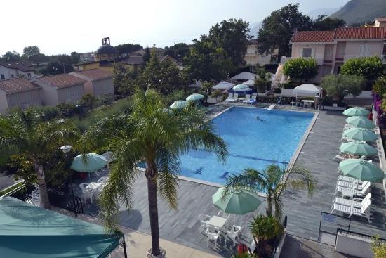 Residence Le Magnolie : La piscina