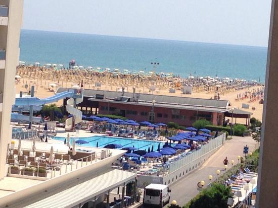 Serata notturna in piscina foto di hotel cesare augusto - Hotel bibione con piscina ...