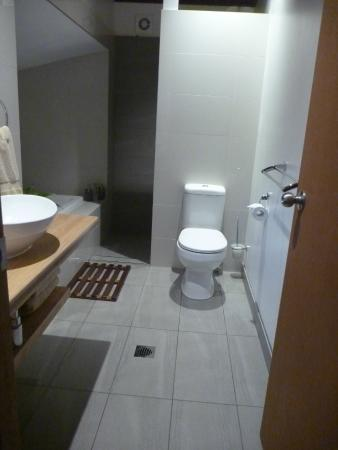 Maraylya, Australië: The bathroom in the Deluxe Cabin