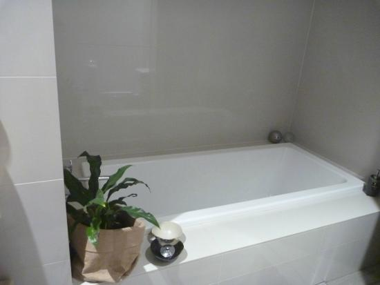 Maraylya, Australië: And there's also an inside bath for those who are a little shy
