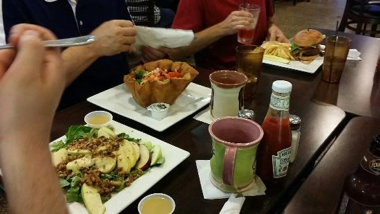 Hillsdale, MI: Great food, diverse menu and daily specials