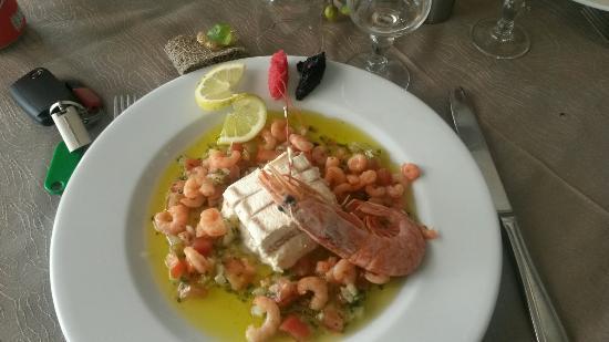 Castellet, France: Tiramusu sale crevette , salade du berger, melon au porto, faux filet et daurade