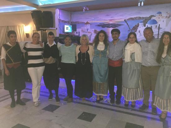 Dimitris Restaurant : Amazing young dance group with Dimitris